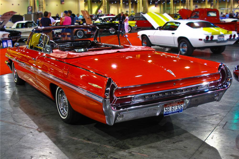 1962 PONTIAC BONNEVILLE CONVERTIBLE - Rear 3/4 - 93532
