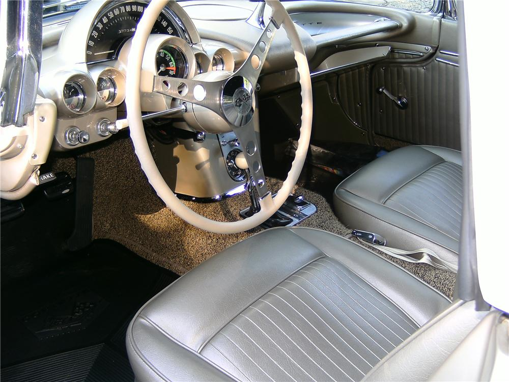1962 CHEVROLET CORVETTE CONVERTIBLE - Interior - 93594
