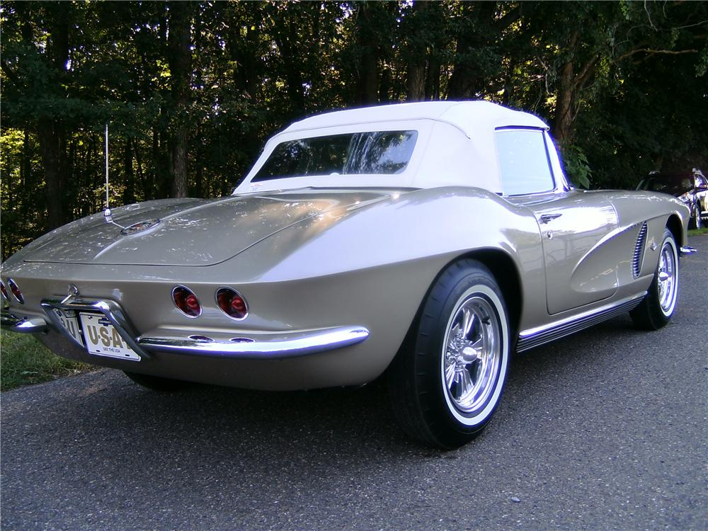 1962 CHEVROLET CORVETTE CONVERTIBLE - Rear 3/4 - 93594