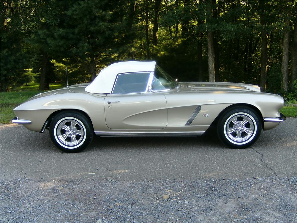 1962 CHEVROLET CORVETTE CONVERTIBLE - Side Profile - 93594