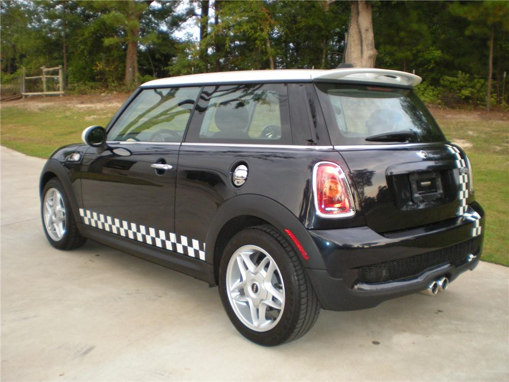 2007 MINI COOPER S 2 DOOR HATCHBACK - Rear 3/4 - 93603