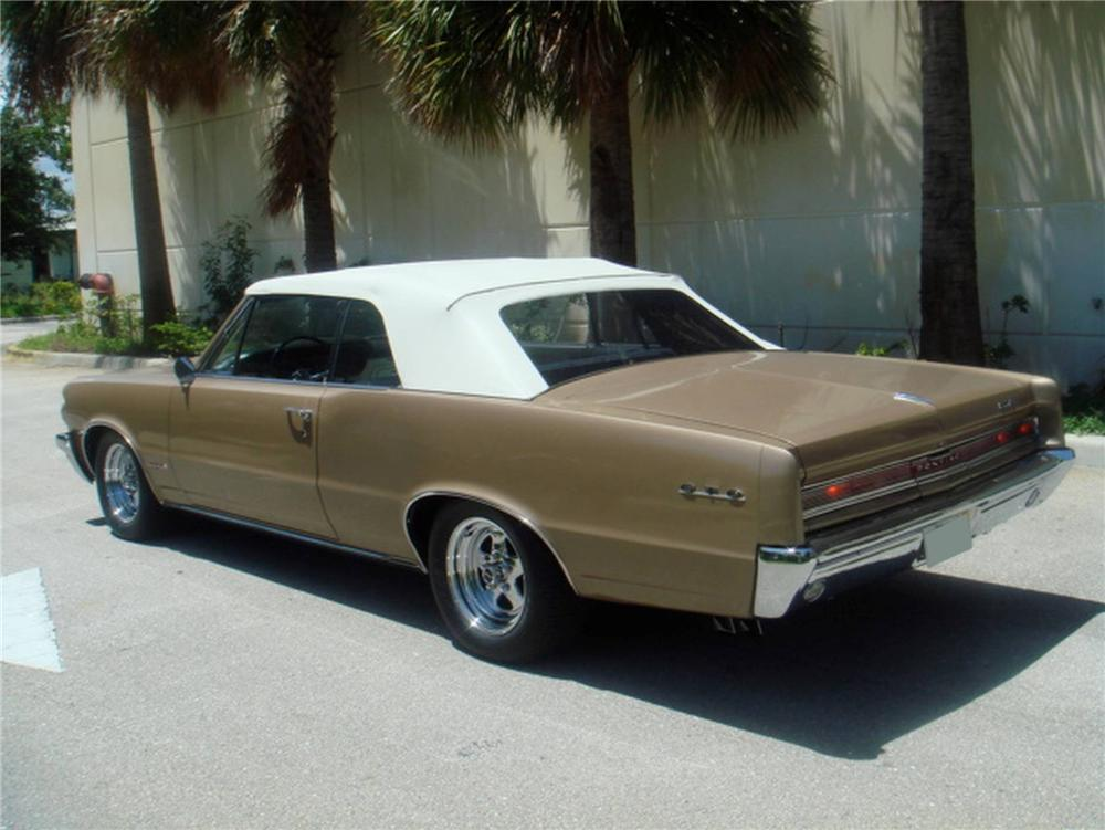 1964 PONTIAC GTO CONVERTIBLE - Rear 3/4 - 93634