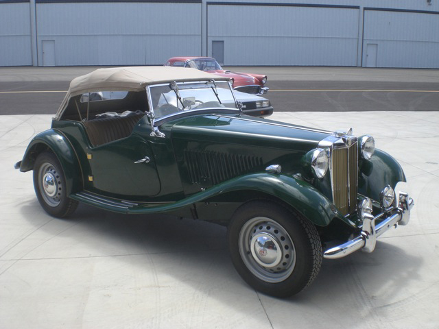 1953 MG TD CONVERTIBLE - Front 3/4 - 93642