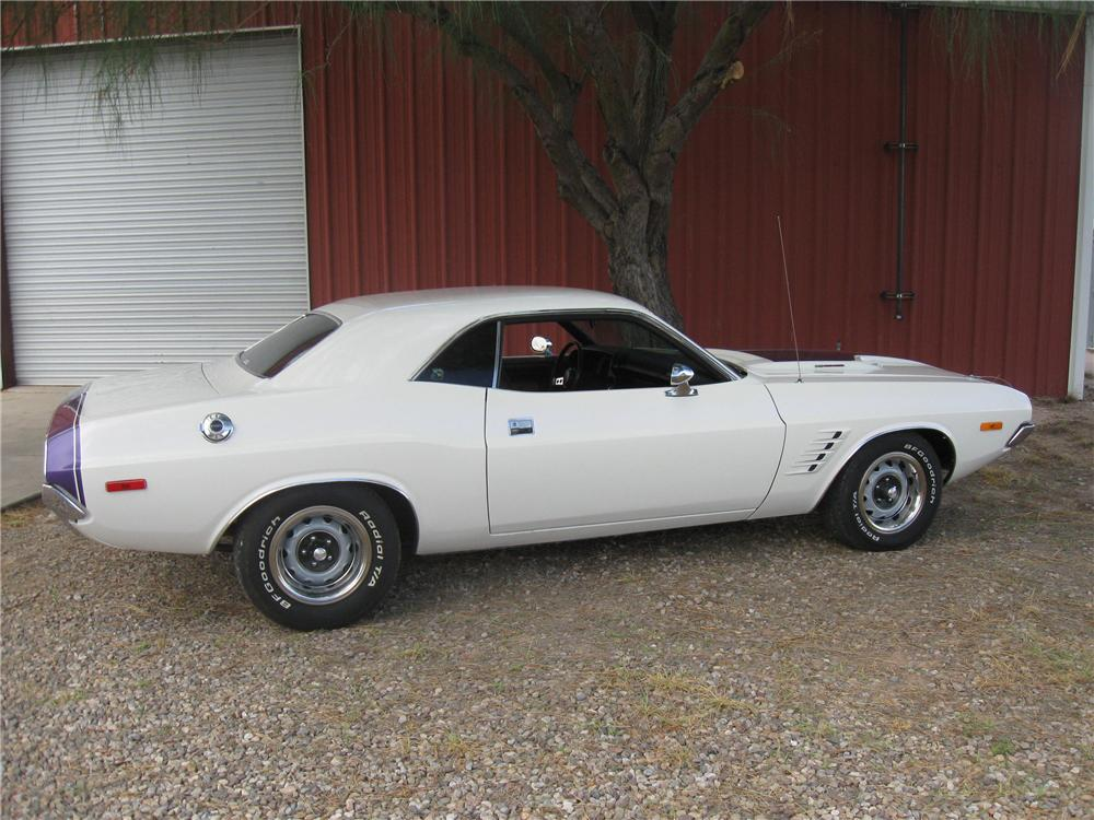 1972 DODGE CHALLENGER CUSTOM 2 DOOR HARDTOP - Front 3/4 - 93852