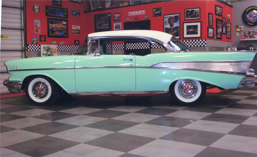 1957 CHEVROLET BEL AIR CUSTOM 2 DOOR HARDTOP - Front 3/4 - 93863