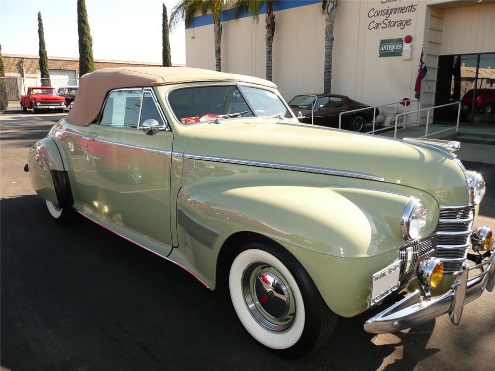 1940 OLDSMOBILE SERIES 90 CONVERTIBLE - Side Profile - 93980