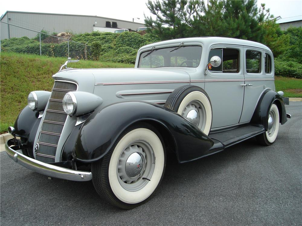 1934 OLDSMOBILE 4 DOOR SEDAN - Front 3/4 - 94032