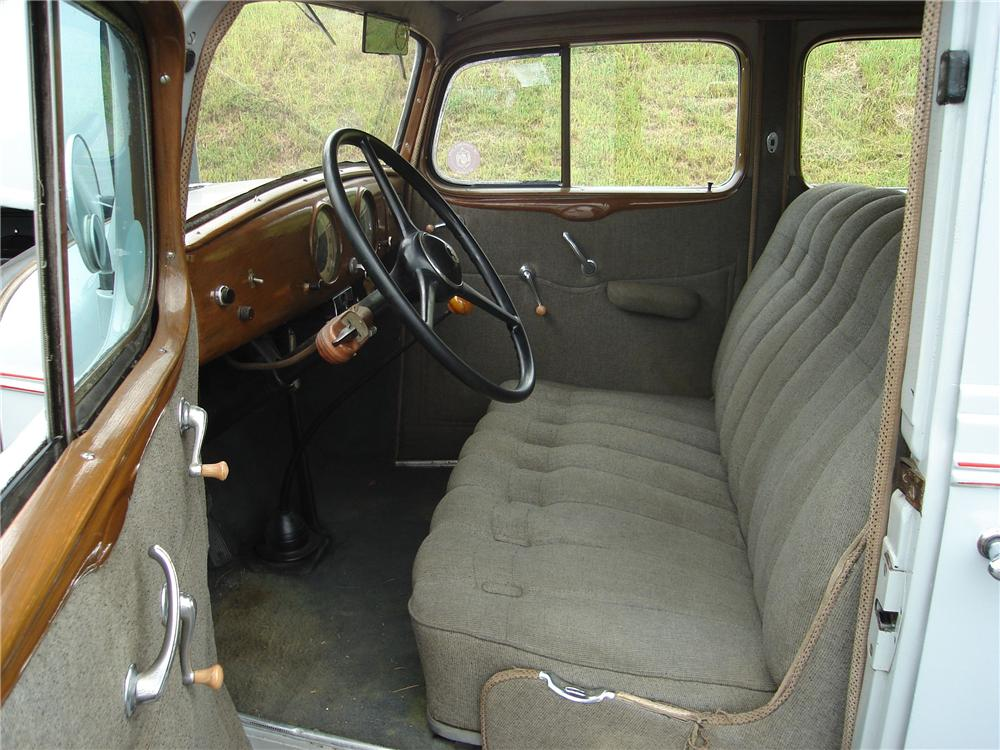 1934 OLDSMOBILE 4 DOOR SEDAN - Interior - 94032