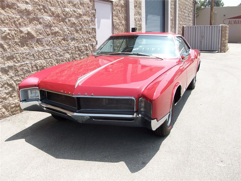 1966 BUICK RIVIERA COUPE - Front 3/4 - 94035