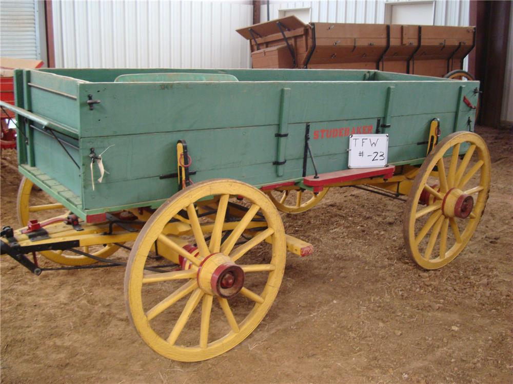 0 COVERED WAGON STUDEBAKER 2-BOARD FARM WAGON - Front 3/4 - 94046