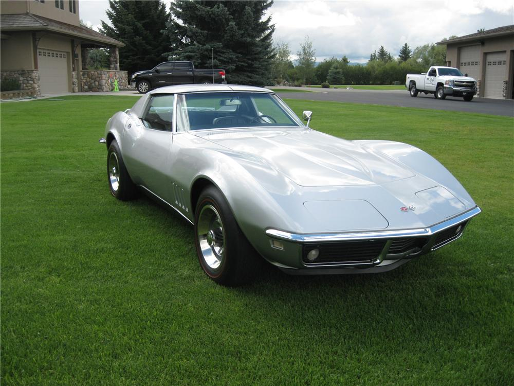 1968 CHEVROLET CORVETTE COUPE - Front 3/4 - 94055