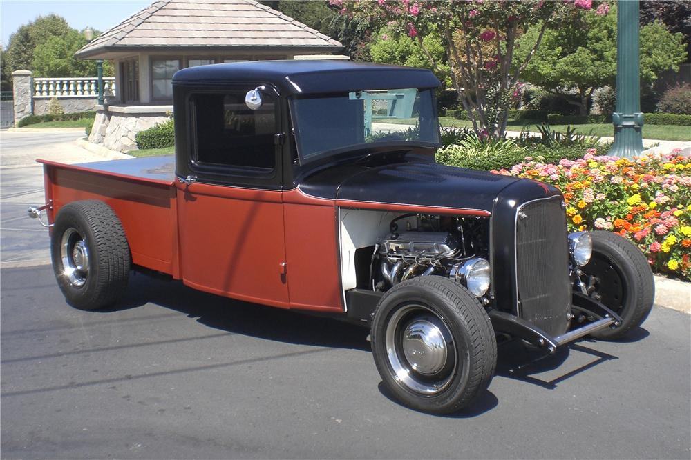 1932 FORD CUSTOM PICKUP - Front 3/4 - 94061