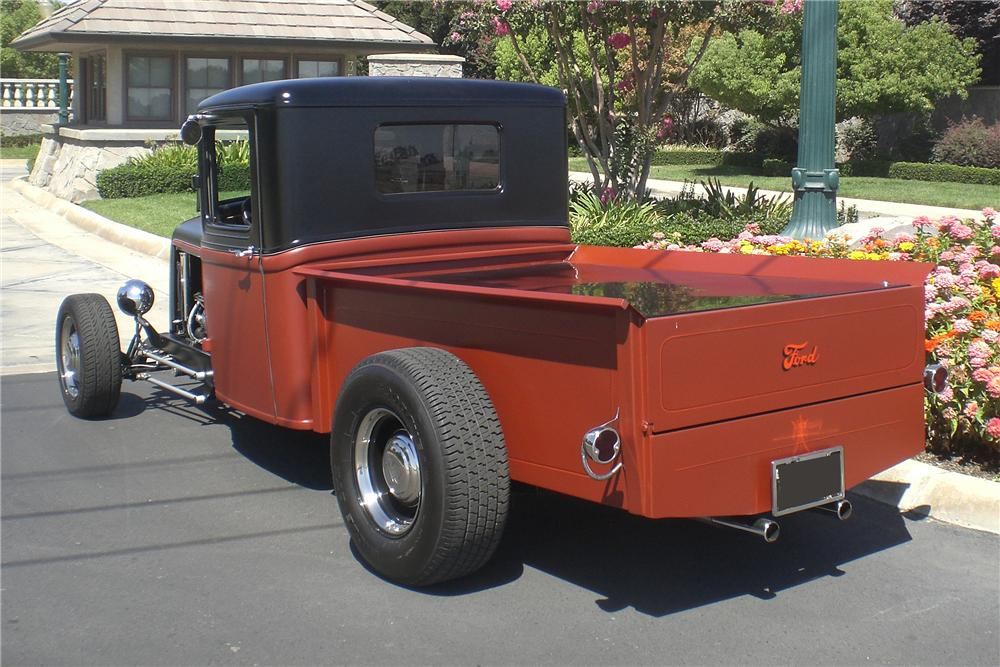 1932 FORD CUSTOM PICKUP - Rear 3/4 - 94061