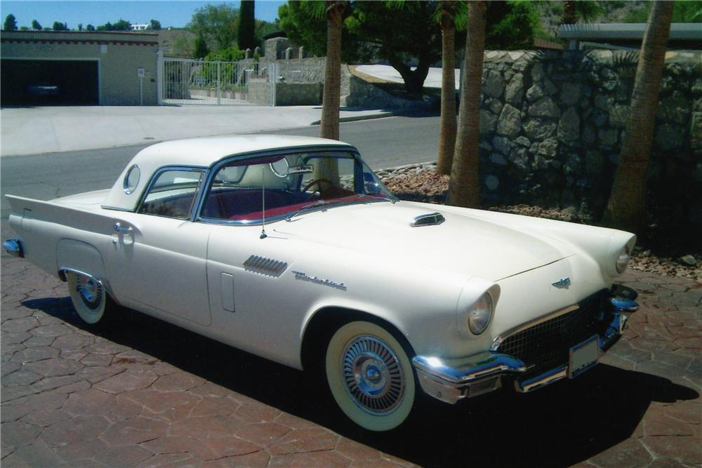 1957 FORD THUNDERBIRD CONVERTIBLE - Side Profile - 94087