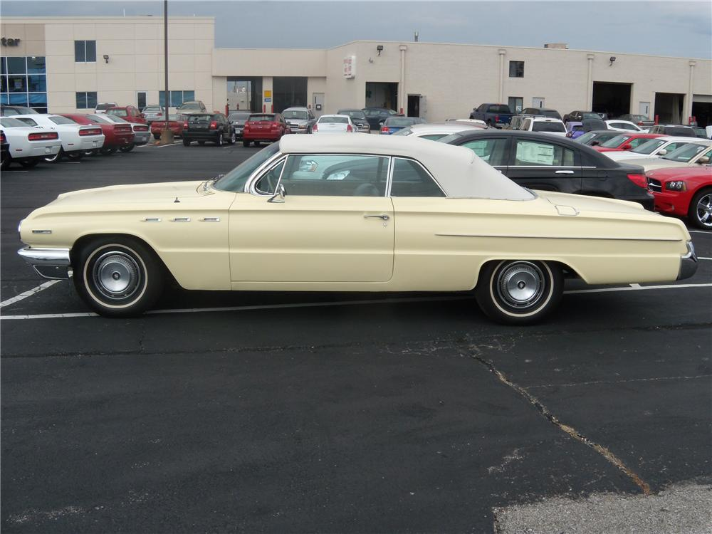 1962 BUICK INVICTA CONVERTIBLE - Front 3/4 - 94093