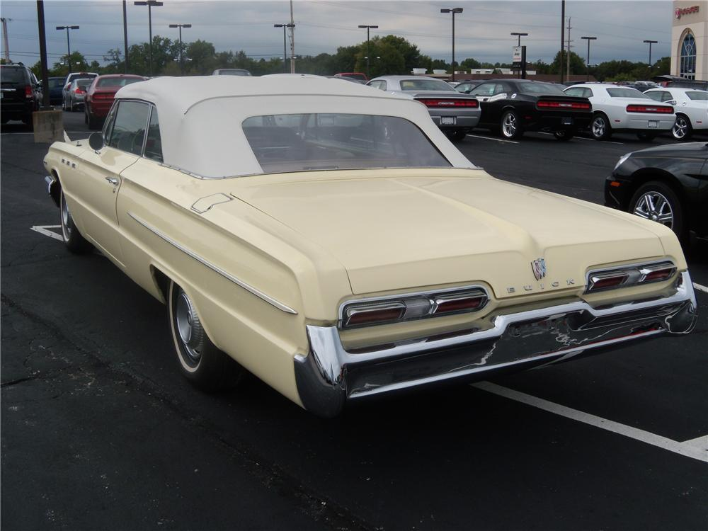 1962 BUICK INVICTA CONVERTIBLE - Rear 3/4 - 94093