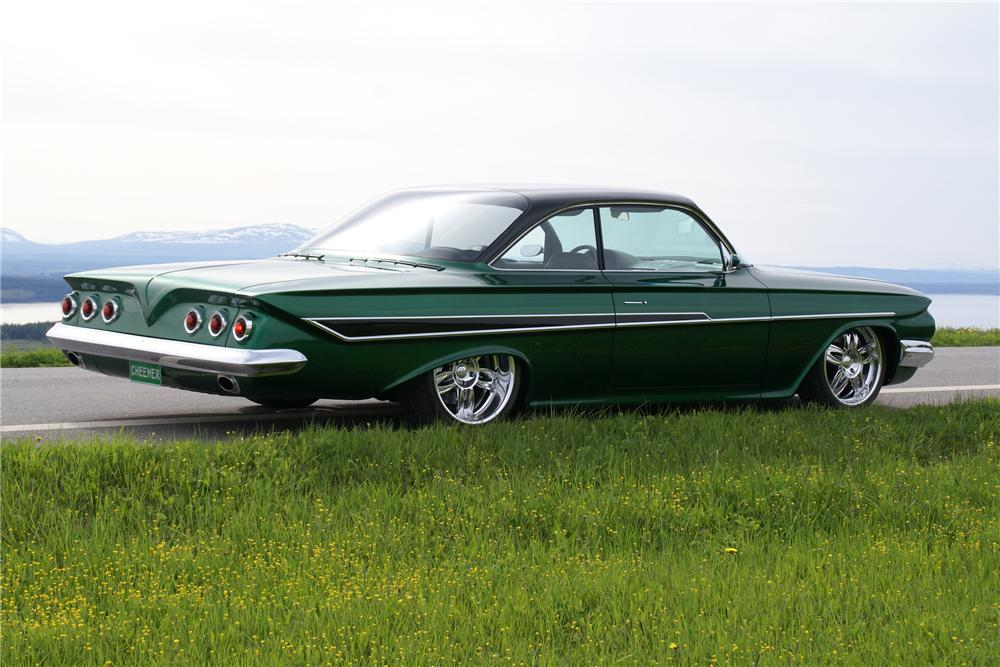 1961 CHEVROLET IMPALA CUSTOM 2 DOOR HARDTOP - Rear 3/4 - 96075