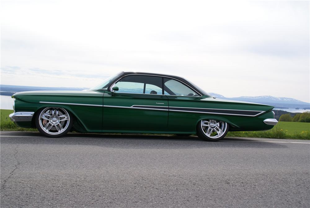 1961 CHEVROLET IMPALA CUSTOM 2 DOOR HARDTOP - Side Profile - 96075