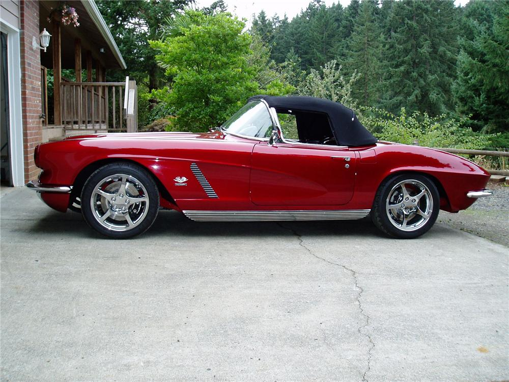1962 CHEVROLET CORVETTE CUSTOM CONVERTIBLE - Side Profile - 96079