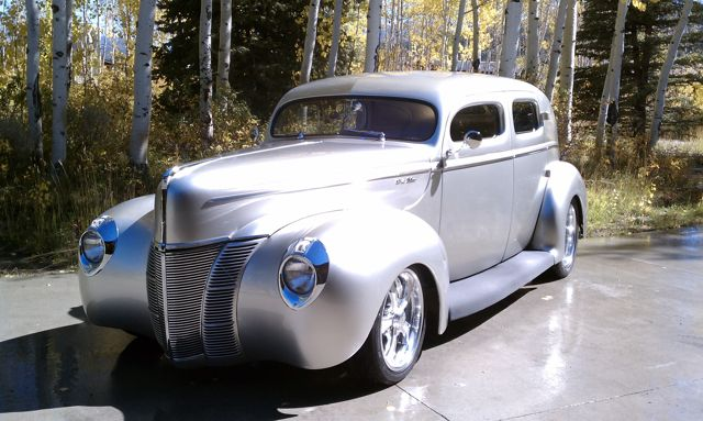 1940 FORD CUSTOM DELUXE 4 DOOR SEDAN - Front 3/4 - 96102