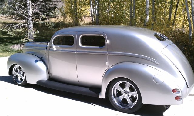 1940 FORD CUSTOM DELUXE 4 DOOR SEDAN - Rear 3/4 - 96102