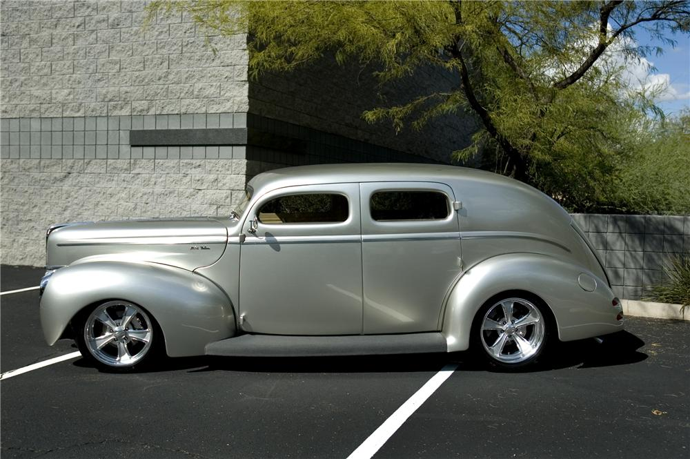 1940 FORD CUSTOM DELUXE 4 DOOR SEDAN - Side Profile - 96102
