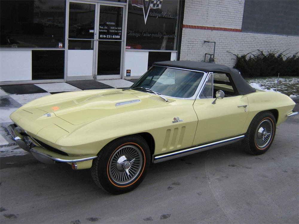 1965 CHEVROLET CORVETTE CONVERTIBLE - Front 3/4 - 96114