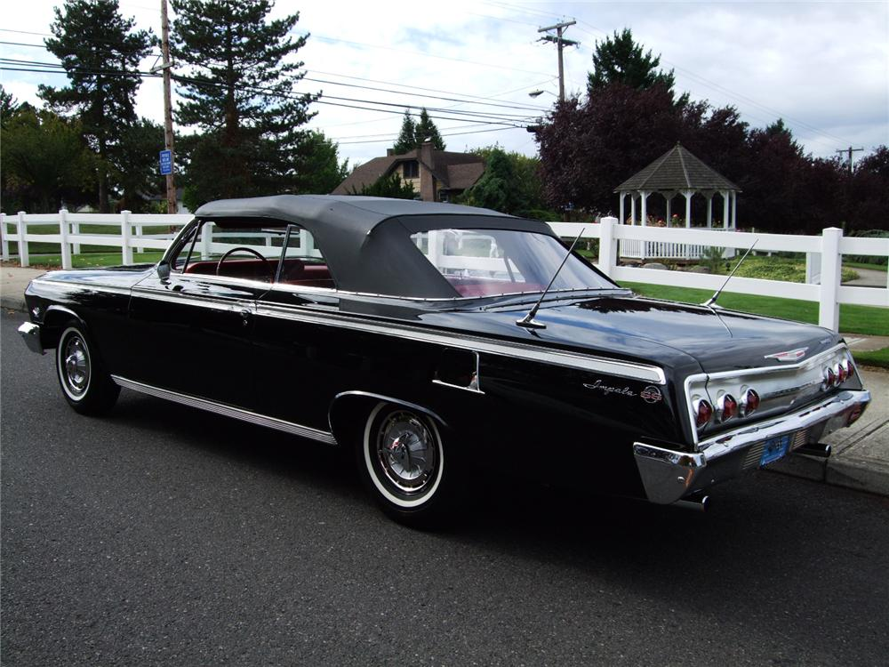 1962 CHEVROLET IMPALA SS CONVERTIBLE - Rear 3/4 - 96128