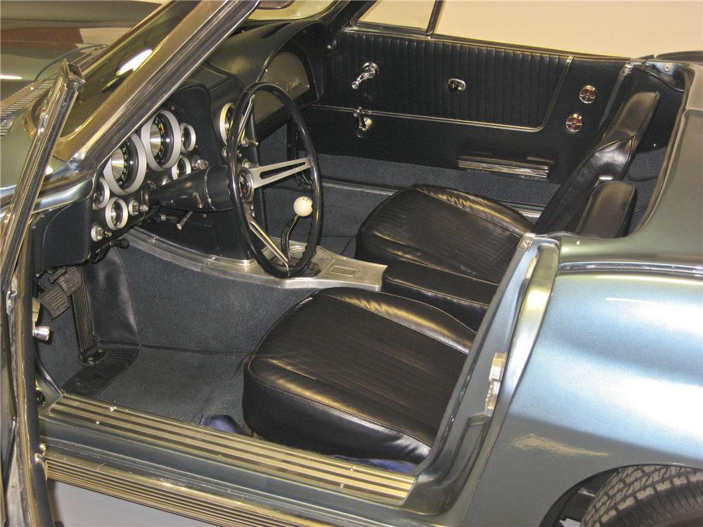 1963 CHEVROLET CORVETTE CONVERTIBLE - Interior - 96130