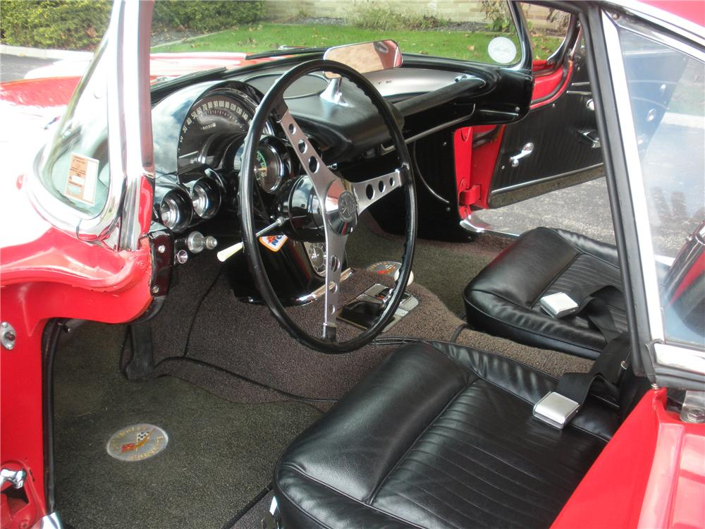 1962 CHEVROLET CORVETTE CONVERTIBLE - Interior - 96280