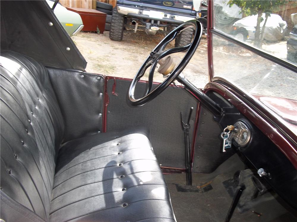 1927 FORD MODEL T ROADSTER - Interior - 96293