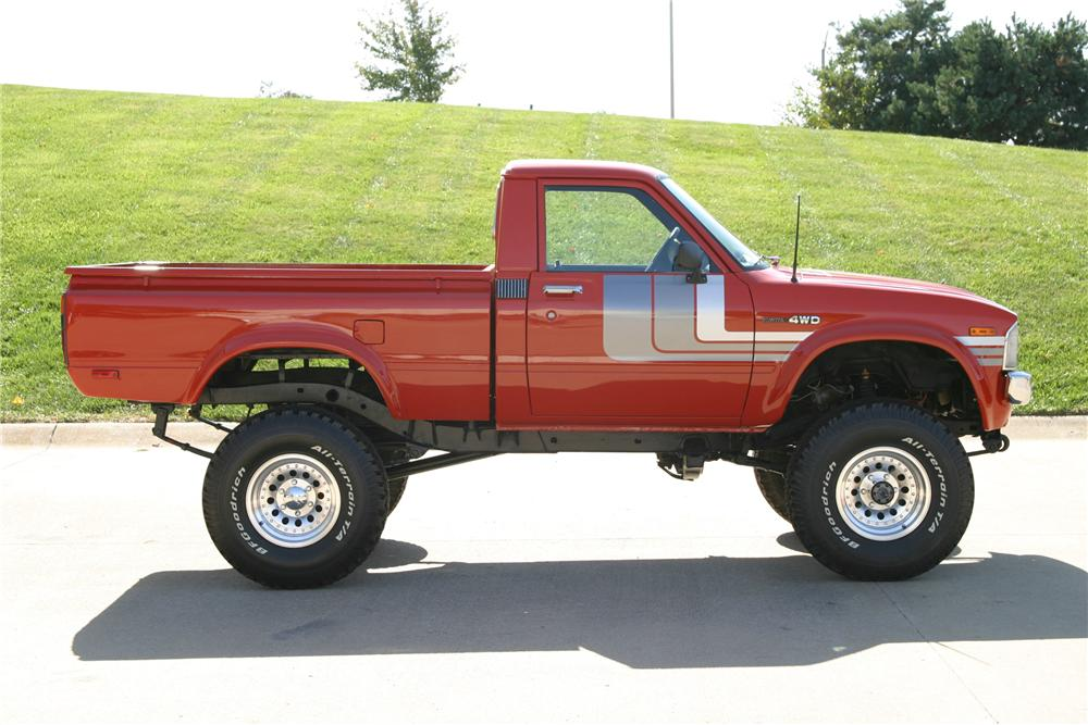 1979 TOYOTA 4X4 PICKUP - Side Profile - 96314