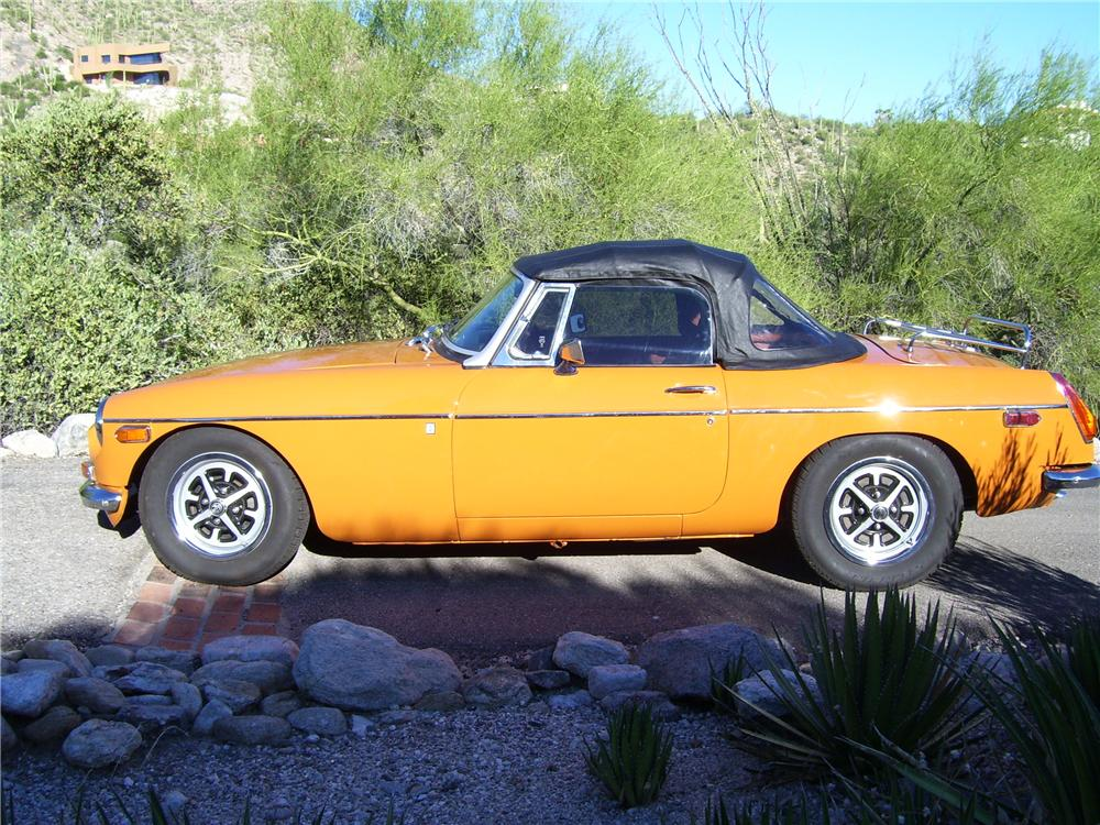 1974 MGB CONVERTIBLE - Side Profile - 96329
