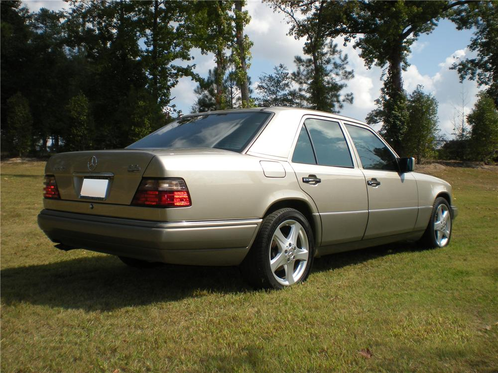 1995 MERCEDES-BENZ E420 SEDAN - Rear 3/4 - 96365