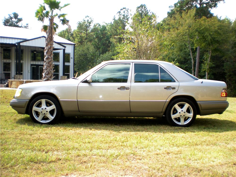 1995 MERCEDES-BENZ E420 SEDAN - Side Profile - 96365