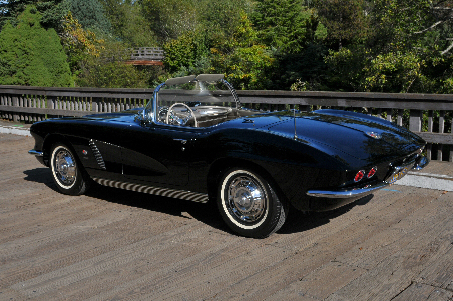 1962 CHEVROLET CORVETTE CONVERTIBLE - Rear 3/4 - 96379