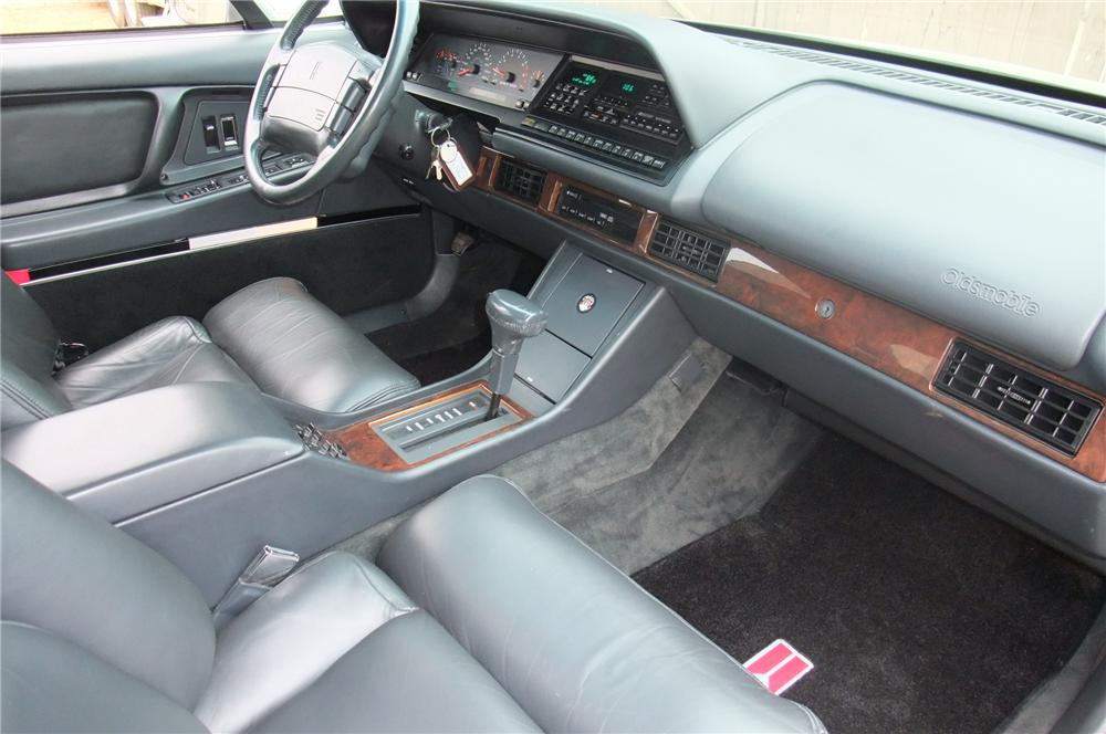 1992 OLDSMOBILE DELTA 88 ROYALE 4 DOOR SEDAN - Interior - 96433