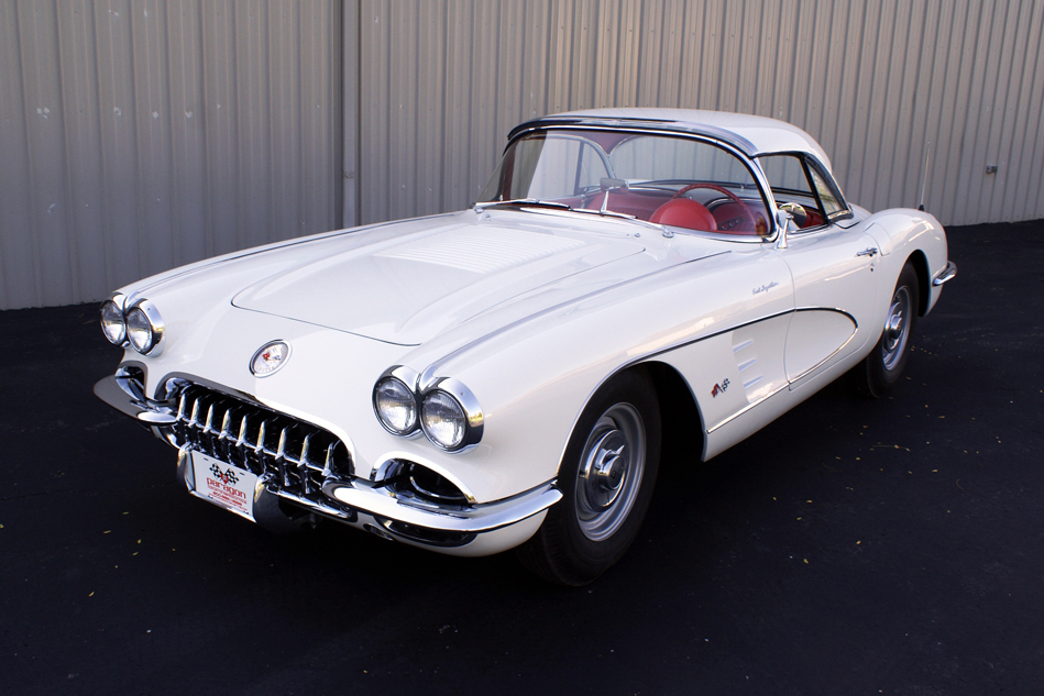 1958 CHEVROLET CORVETTE ROADSTER - Front 3/4 - 96513