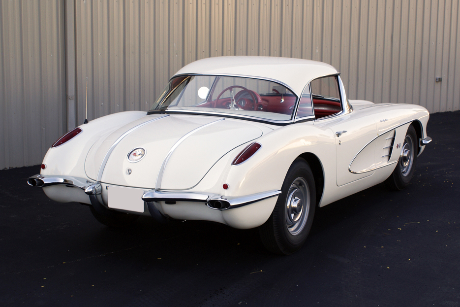 1958 CHEVROLET CORVETTE ROADSTER - Rear 3/4 - 96513