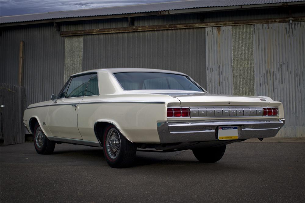 1964 OLDSMOBILE 442 COUPE - Rear 3/4 - 96523