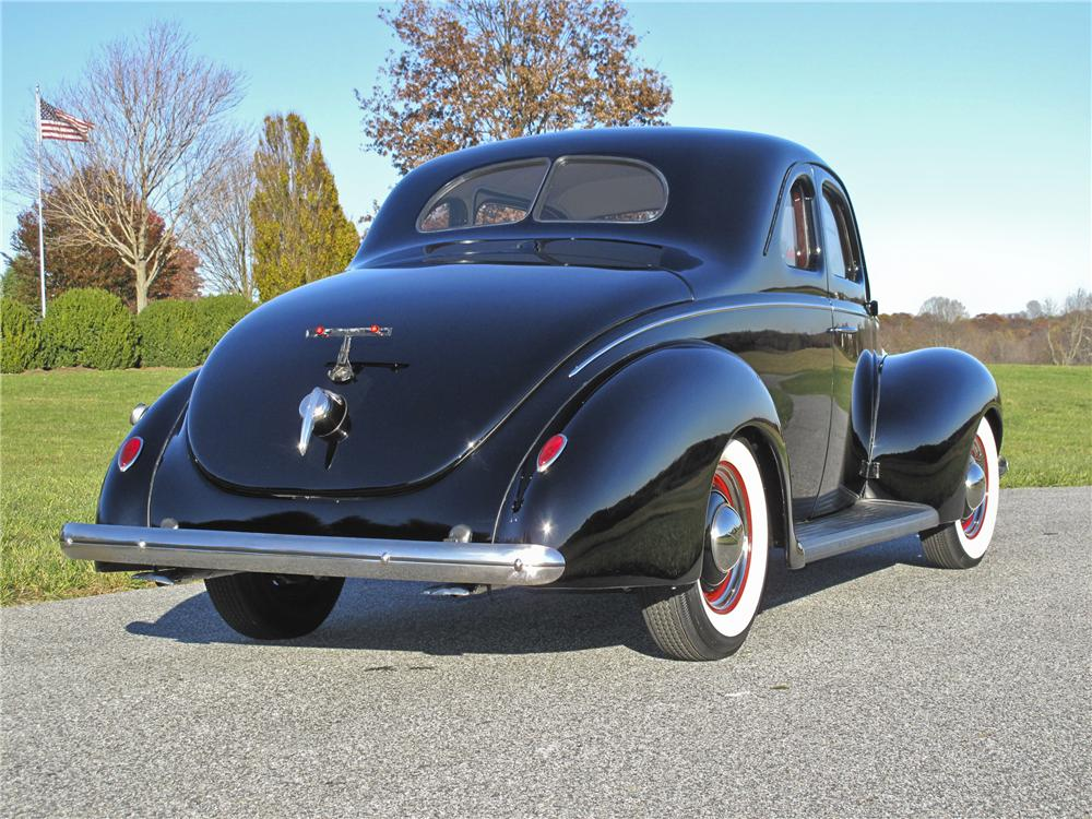 1939 FORD DELUXE CUSTOM 2 DOOR COUPE - Rear 3/4 - 96527
