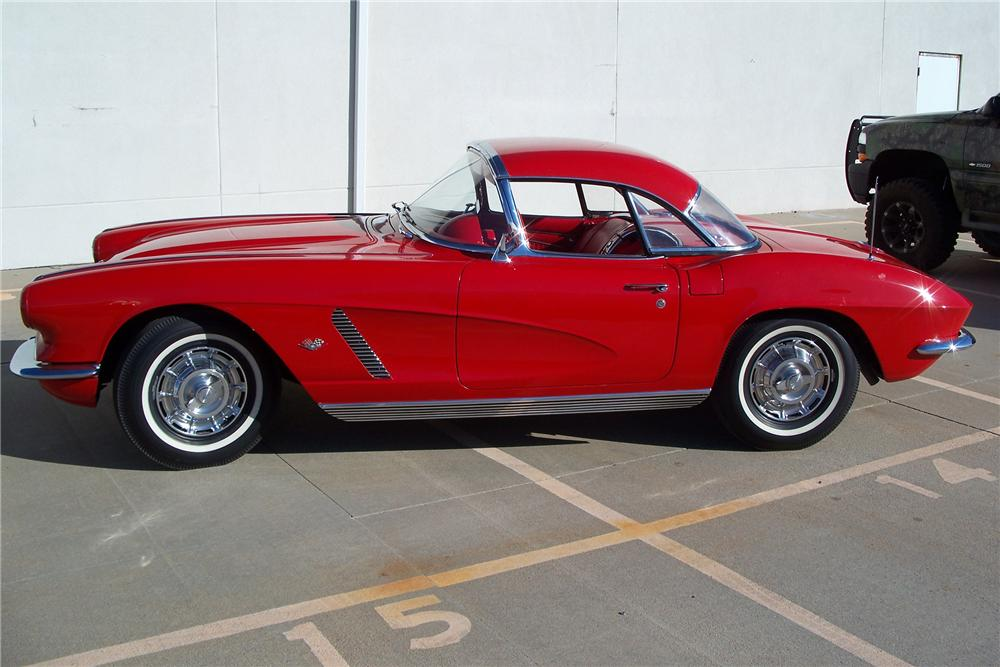 1962 CHEVROLET CORVETTE CONVERTIBLE - Front 3/4 - 96559