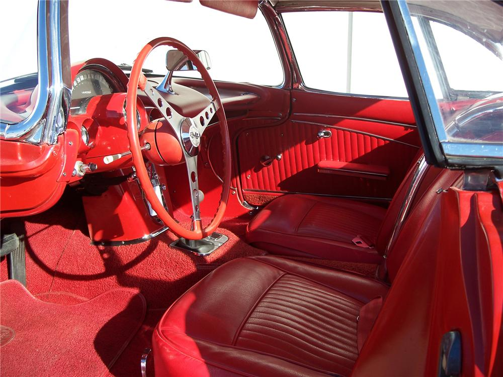 1962 CHEVROLET CORVETTE CONVERTIBLE - Interior - 96559