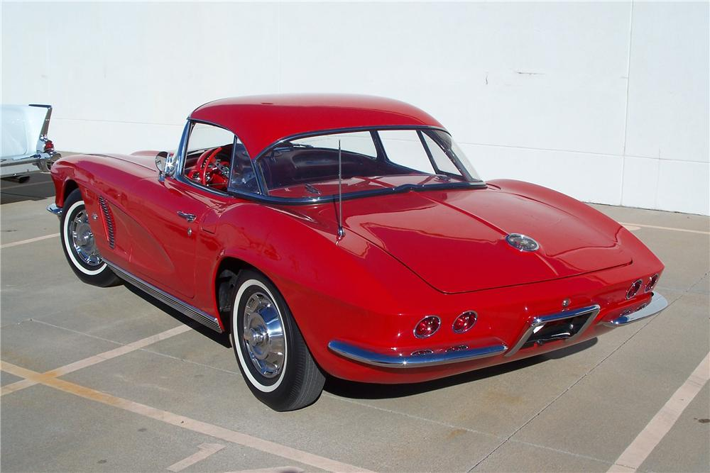 1962 CHEVROLET CORVETTE CONVERTIBLE - Rear 3/4 - 96559