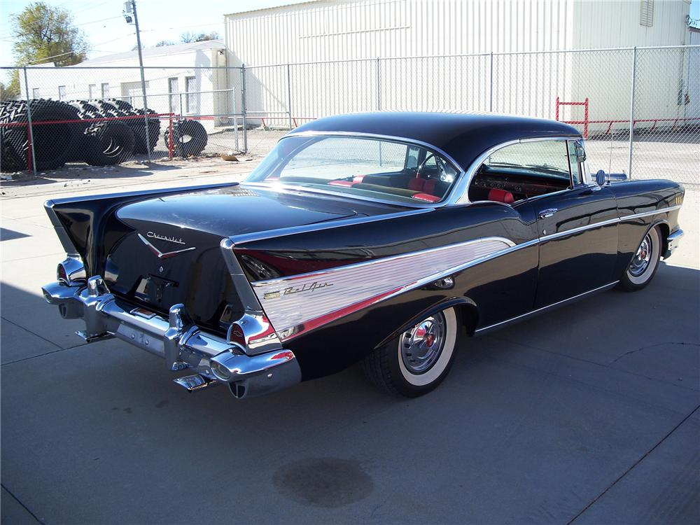 1957 CHEVROLET BEL AIR 2 DOOR HARDTOP - Rear 3/4 - 96560