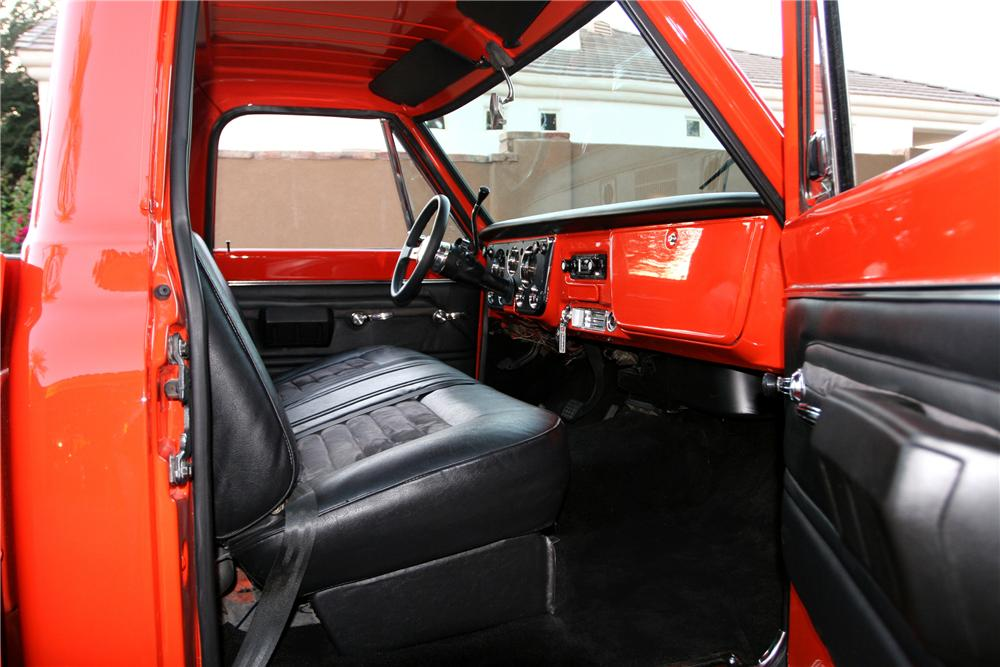 1971 CHEVROLET C-20 CUSTOM PICKUP - Interior - 96590