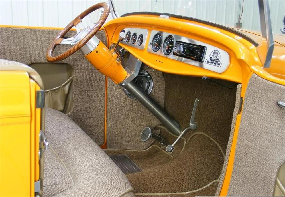 1932 FORD HI-BOY CUSTOM ROADSTER - Interior - 96600