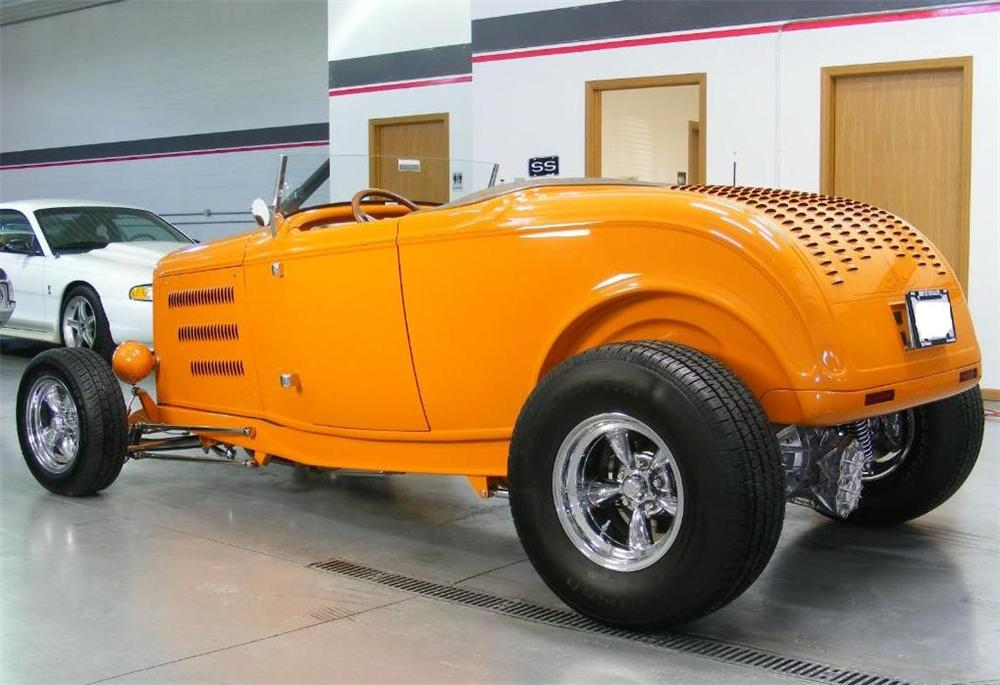 1932 FORD HI-BOY CUSTOM ROADSTER - Rear 3/4 - 96600