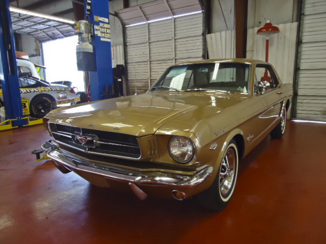 1965 FORD MUSTANG COUPE - Front 3/4 - 96622