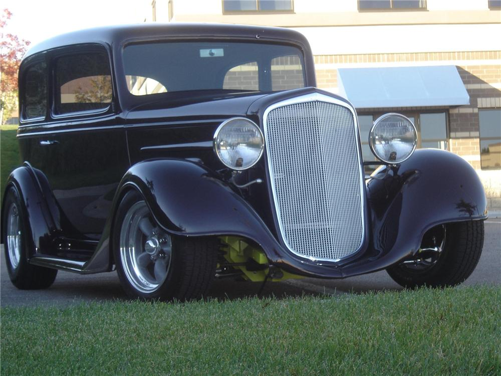 1935 CHEVROLET CUSTOM 2 DOOR SEDAN - Front 3/4 - 96653